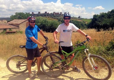 mountain bike tour with monteriggioni castle on the back